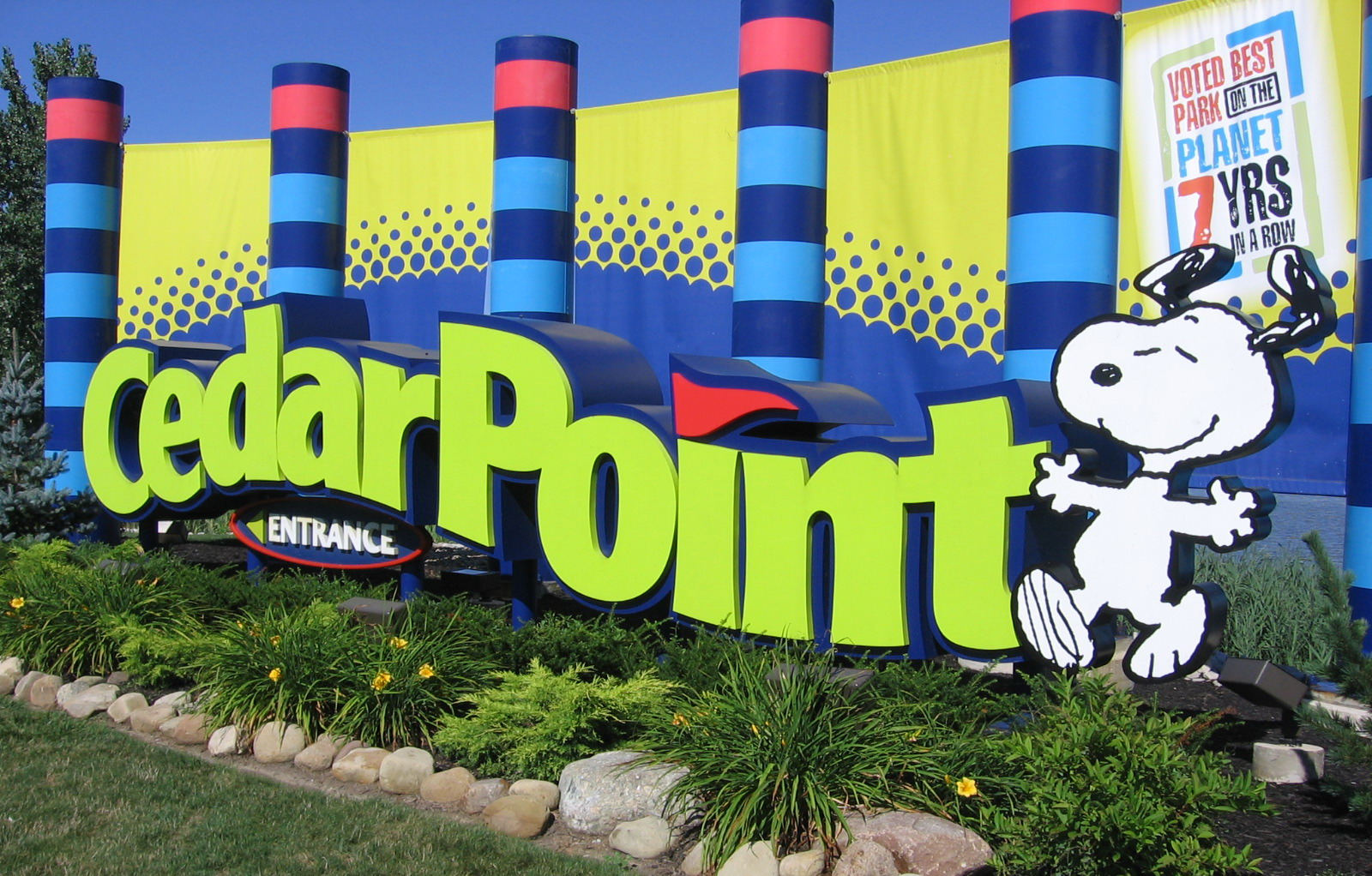 Cedar_Point-entrance.jpg